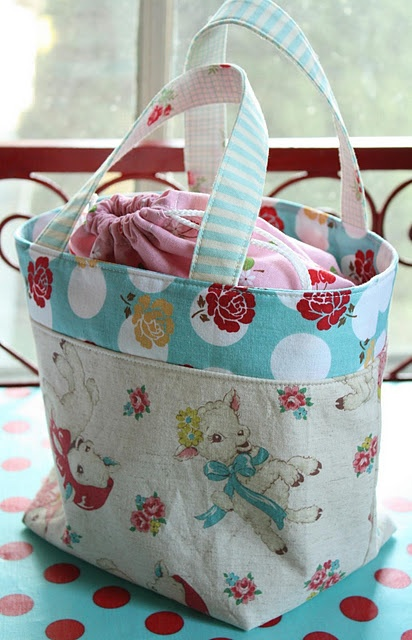 Little Lamb Bag with link to tutorial= http://ayumills.blogspot.com/2010/08/tutorial-lunch-bag.html
