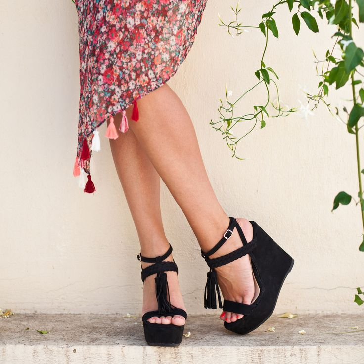 Summer Vibes #‎SanteWorld‬  SHOP ‪#‎SALE‬ in stores & online (SKU-92031): www.santeshoes.com