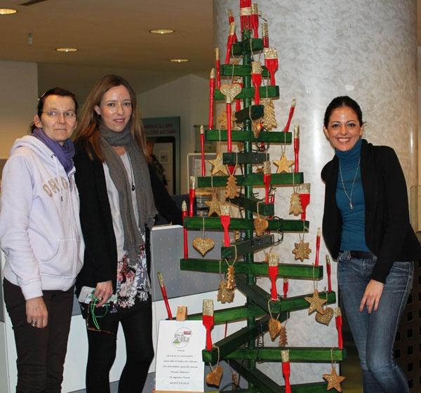 #Natale, l' #albero di Cecile, Giovanna, Catalina. #LeroyMerlin
