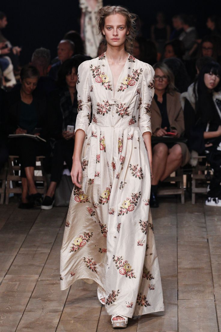 Alexander McQueen Spring 2016 Ready-to-Wear Collection Photos - Vogue  http://www.vogue.com/fashion-shows/spring-2016-ready-to-wear/alexander-mcqueen/slideshow/collection#24