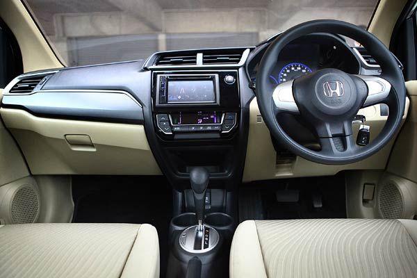 Honda Mobilio baru sudah hadir. Perubahannya tak tidak sedikit alias sekadar minor change.Honda Mobilio E CVT Prestige baru di Indonesia.