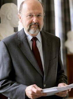 Luc Coene, onafhankelijke gouverneur van de nationale Bank, is op 69-larige leeftijd overleden aan huiskanker. Januari 2017.