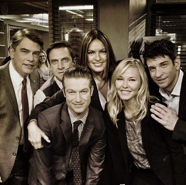21 Epic Law Order Svu Behind The Scenes Pictures Of The Cast