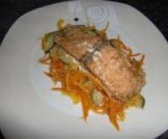 Lachsfilet mit Meerrettichsauce, Kartoffelbrei und Gemüse