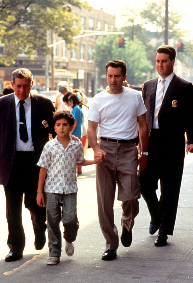 A Bronx Tale - The cops ask Calogero to finger the guy who killed the man in the street #GangsterFlick