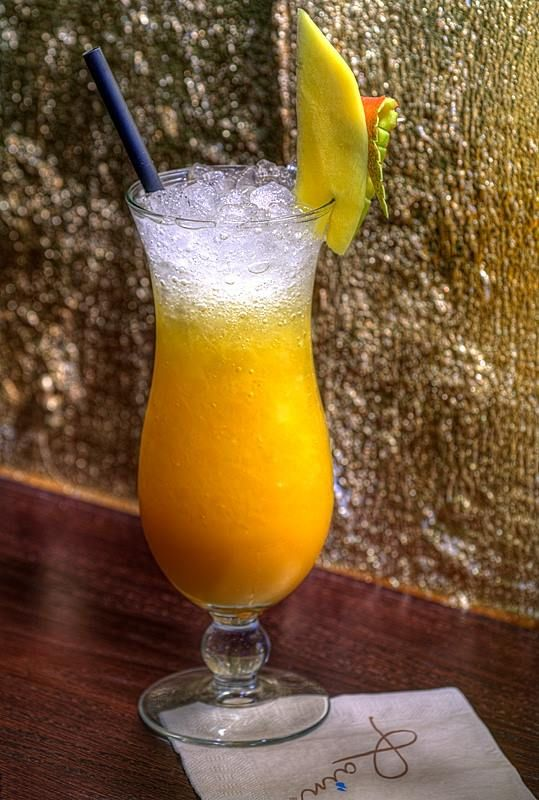 Mango Collins :) www.restauracjakarma.pl Vódka/Gin, sok z cytryny, syrop cukrowy, puree z mango i woda gazowazna Vodka / Gin, lemon juice, sugar syrop, mango puree and sparkling water