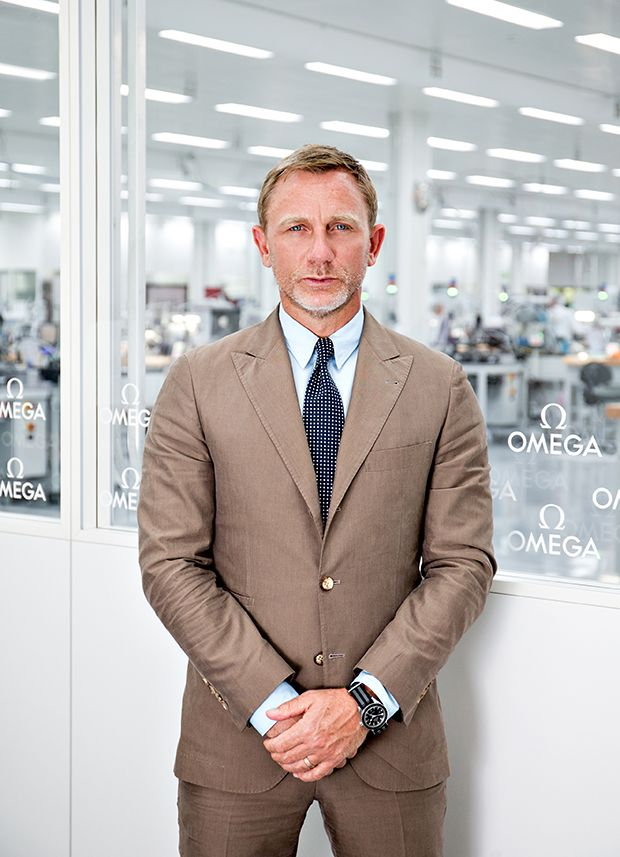 These Omega Seamaster 300 watches will be limited to only 7,007 pieces and will be made available to only selected stores from the next month, one of the them surely went to the superstar Daniel Craig who made his a special visit to the heart of Swiss matchmaking industry in Villeret, Switzerland for the inauguration of their latest product.
