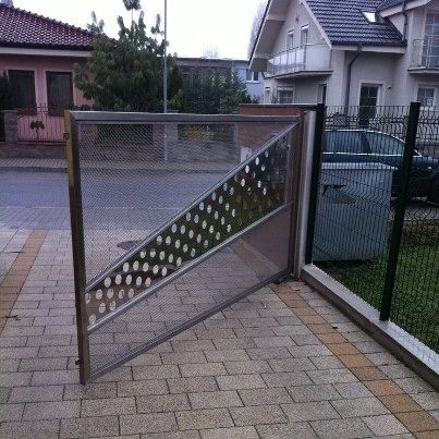 Nerezová brána s ťahokovom