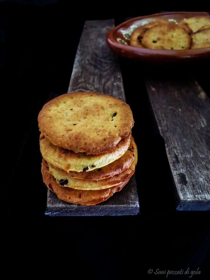 Crackers+ai+capperi+e+parmigiano+reggiano+-+senza+lievito