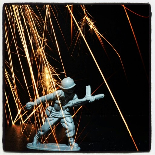 Toy plastic soldier art (leo_a_doran on flickr) photography project