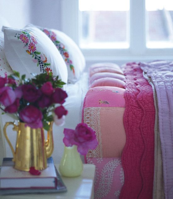 pinks: Pillows Cases, Dreams, Colors, Cozy Home, Pillowca, Anthropology Girls Bedrooms, Guest Rooms, Vintage Rose, Bedrooms Ideas