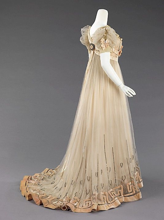 House of Paquin evening dress 1905-07....... Oh How I wish styles like this would come back around. <3