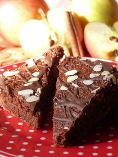 Kouzlo mého domova: Celozrnný jablečný koláč s čokoládovou polevou a m...