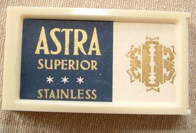 Žiletky Astra superior v plastové krabičce