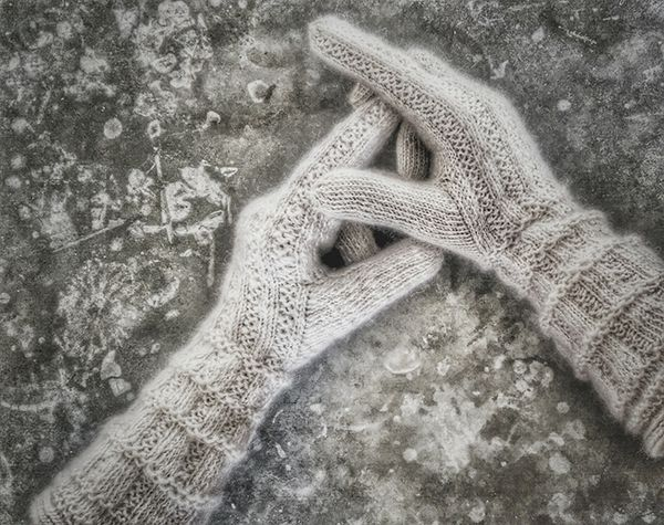 Swedish twined knitted gloves, wool traditional Scandinavian rustic one meant for twined knitting, Z-spun