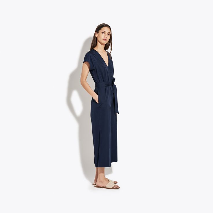 No fuss; no frills; just crisp poplin in a simple shape that highlights your waist, elongates your legs and emphasizes your collar bones. Feels like you can quo