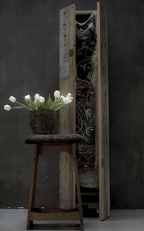 Dutch felt artist Paula Leen's unique homeWhite Flowers, Paula Leen, Dutch Artists, Wabi Sabi, Artists Paula, Grey Wall, White Tulips, Felt Artists, Charcoal Wall