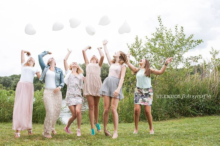 fotoshoot van een aantal vriendinnen tijdens verjaardagsfeestje