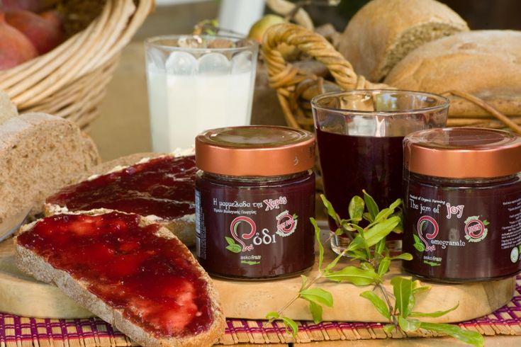 Η εταιρία Askofruit – Ασκοξυλάκης Αντ. Εμμανουήλ ιδρύθηκε το 2015 και στεγάζεται στην πιο εύφορη περιοχή της Κρήτης και σε ένα μέρος πιστό στην Κρητική διατροφή και τις παραδόσεις, τους Βώρους Ηρακλείου Κρήτης. Τα ρόδια και τα προϊόντα είναι 100% βιολογικά και η εταιρεία κατέχει πιστοποιητικό προϊόντων από τον Οργανισμό Ελέγχου και Πιστοποίησης Βιολογικών Προϊόντων …