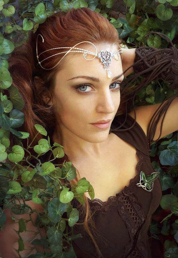Elven celt woman. I like her tiara thingy, it's really pretty :3