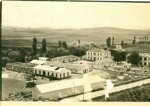 Polis Merkezi Binaları 1927-1928, Keçiören Meteoroloji kavşağı karşısındaki Polis Merkezi binaları görülmektedir.Bu binalar bugün Emniyet Genel Müdürlüğüne ait olarak kullanılmaktadır. (HALEN KULLANILIYORMU ACABA)