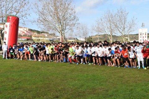 Multidão de jovens atletas da região voltou a competir no Parque Verde da Várzea