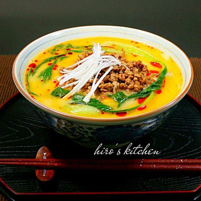 久しぶりに胡麻辛味担々麺を作ってみました✨ 白味噌と白ごまペーストベースのコクのあるスープで今日も美味しくでしました。 ちょいピリ辛で身体も温かくなって、これからの季節にいいですね(^-^) あ、隠し味で生クリームも入ってますよ♪ - 311件のもぐもぐ - 胡麻辛味担々麺 by hayabusa921