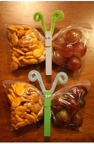 Make butterflies from a zip-lock bag and a clothespin! Fun kids snack, great for lunchboxes! cute and simple