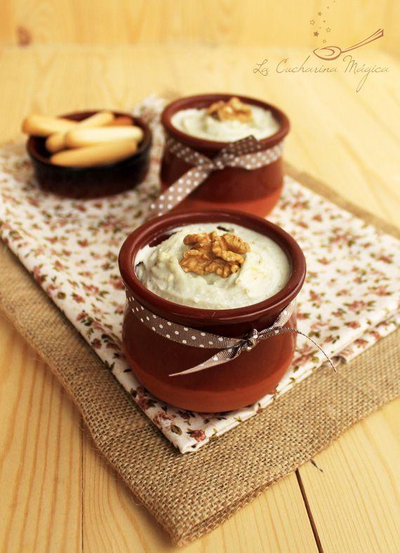 Asturias, tierra de quesos. Una receta buenísima, novedosa y presentada con toda la clase y el gusto del mundo. #asturianateníaqueser! Paté de tres quesos y nueces / Pudding with three cheeses and nuts.