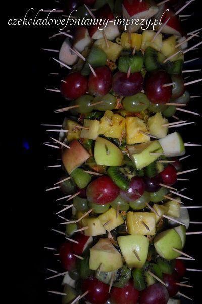 Ciekawe czy ktoś zgadnie ile jest rodzajów przekąsek na palmie:) http://czekoladowefontanny-imprezy.pl/palmy-owocowe.html