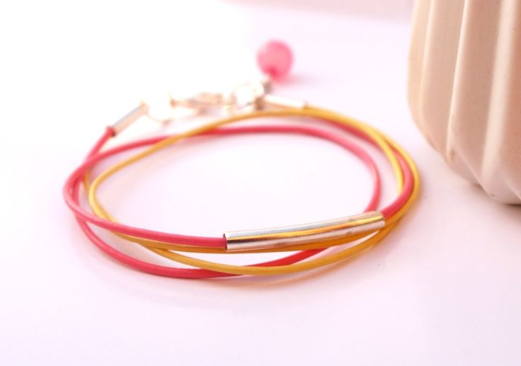 Bracelet fin en cuir rose et jaune : Bracelet par callenana
