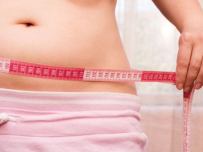 Du möchtest abnehmen? Dann solltest du wissen, wie viel Kalorien dein Körper an einem Tag verbraucht. So kannst du deinen Grundumsatz