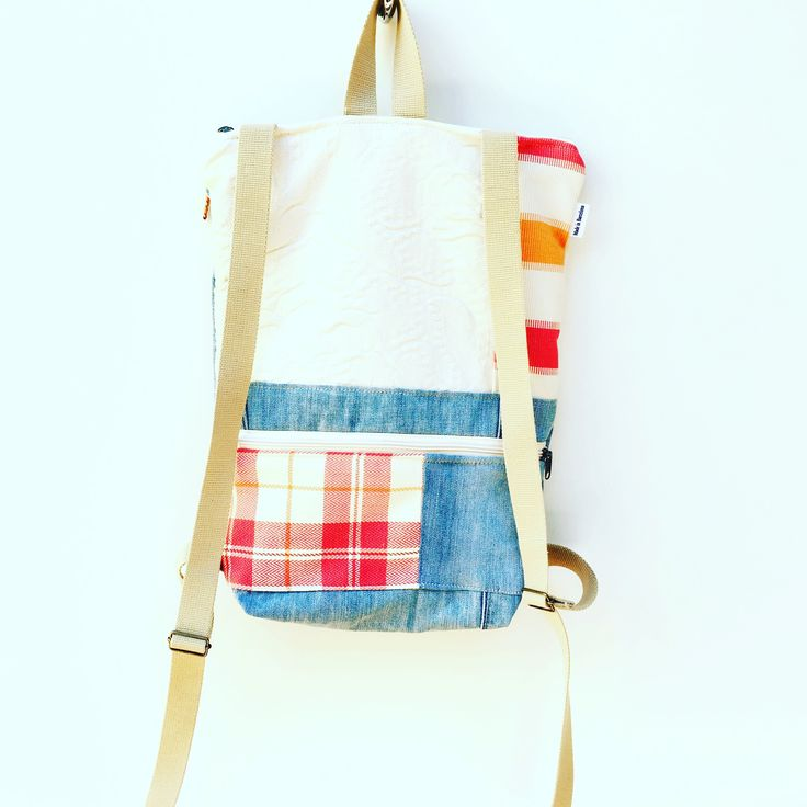 Mochilas EXCLUSIVAS y ÚNICAS que se adaptan a diferentes edades y ESTILOS. Encuentra la tuya en www.cucdepoma.com  #cucdepoma #upcycling #upcycledbags #modaconsciente #ethicalfashion #slowbags #backpack #veganbackpack #crueltyfree #cool #lovefashion #slowstyle #denim #exclusive #slowfashionmovement #exclusive #oneofakind #denimbags #slowfashionstyle #slowlife #pursuitpretty #oneofakinddesign #bolsosconidentidad #madeinbarcelona #modasostenible #sustainablefashion #felizmartes