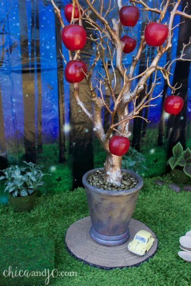 Create an apple tree to decorate your apple classroom theme!