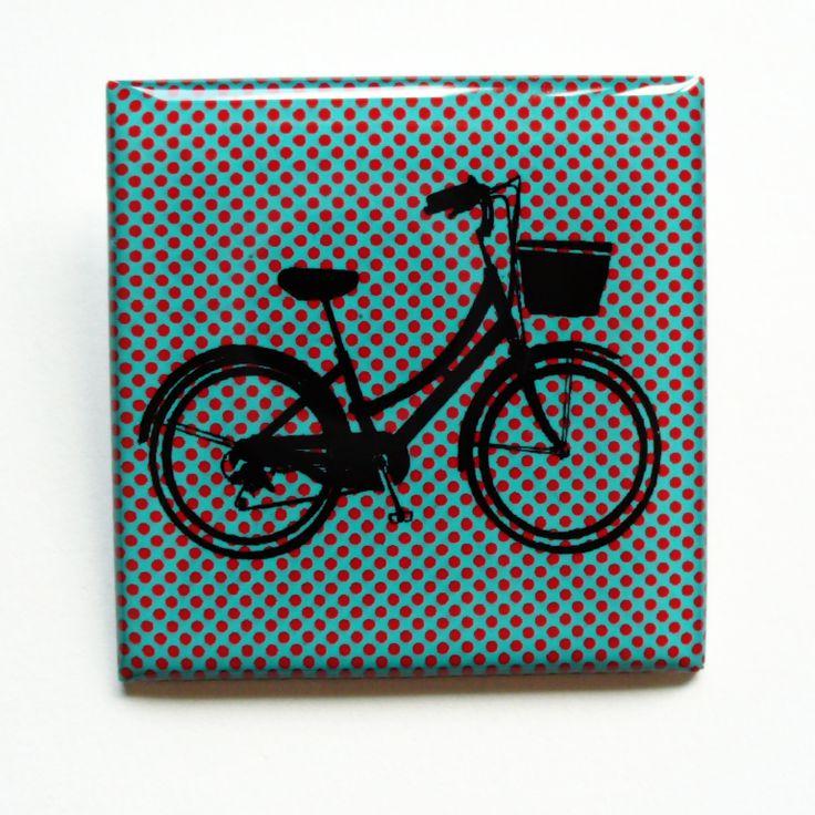 Dámský bicykl s puntíky (brož)  Vlastní grafický design s dámským městským kolem je na aluminiovém lůžku zalitý křišťálovou pryskyřicí. Zapínání na brožový můstek Velikost 4cmx4cm