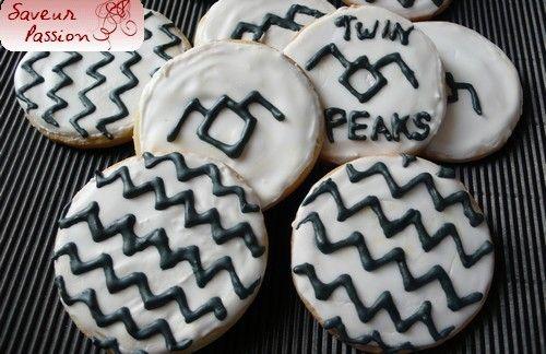 "Menu ""Twin Peaks"" (1) :  damn good coffee ! Cookies Twin Peaks et pancakes, sirop d'érable, jambon"