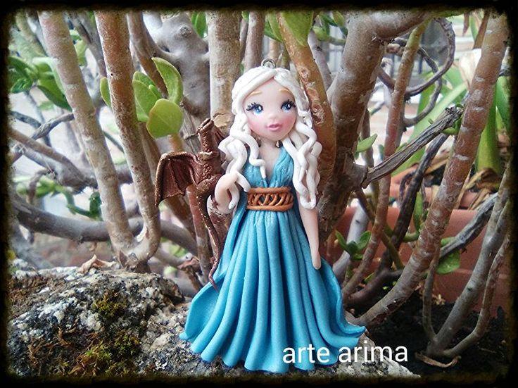 #Daenerys Targaryen #hecho a mano #madre de dragones #arcilla polimerica #fimo #polymer clay #muñecas #juego de tronos #colgante #polymer #clay #fimo #kawaii #ooak #chibi #doll #polymerclaycharm #claycharm #charm  #artearima #arte #arima #arcilla #daenerys #targayen #khaleesi #game #thrones