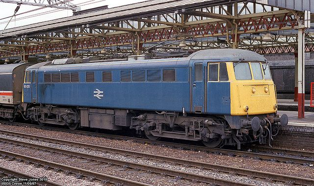 85035 (ex E3090) at Crewe on 11th June 1987. Delivered new on 29th Oct 1963. Renumbered to 85109 on 29th June 1989. Withdrawn on 8th July 1991 and cut up by MC Metals, Glasgow on 14th Oct 1992.