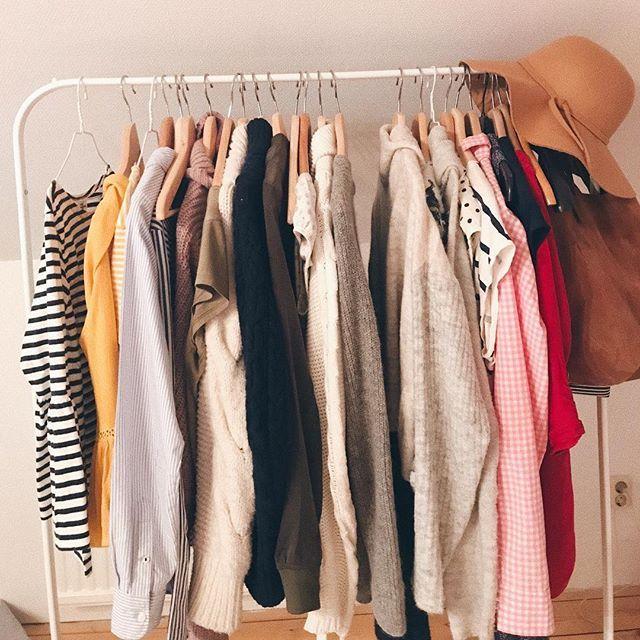 #nyttblogginlägg Jag är galen i färg! De färgglada kläderna som hänger i butikerna får allt akta sig!