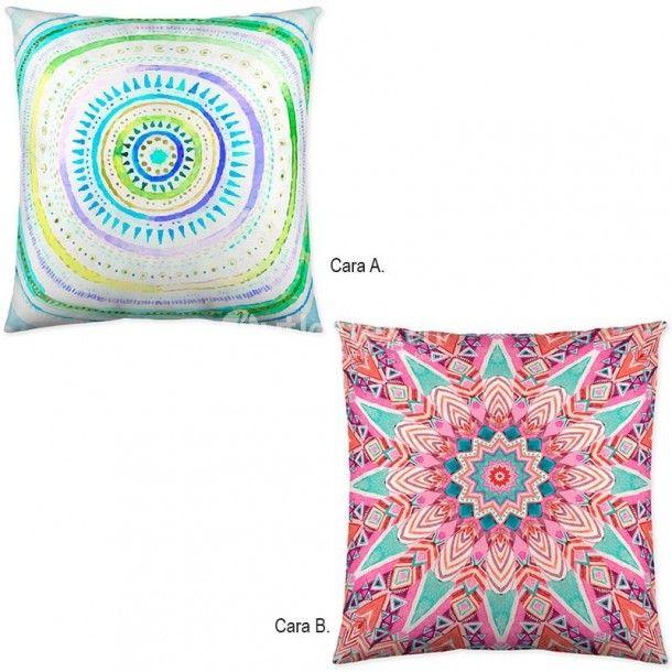 Cojín Decorativo MITALY de la firma Naturals. Este llamativo diseño es ideal para aquellos que busquen estampados con colores veraniegos para vestir su cama.