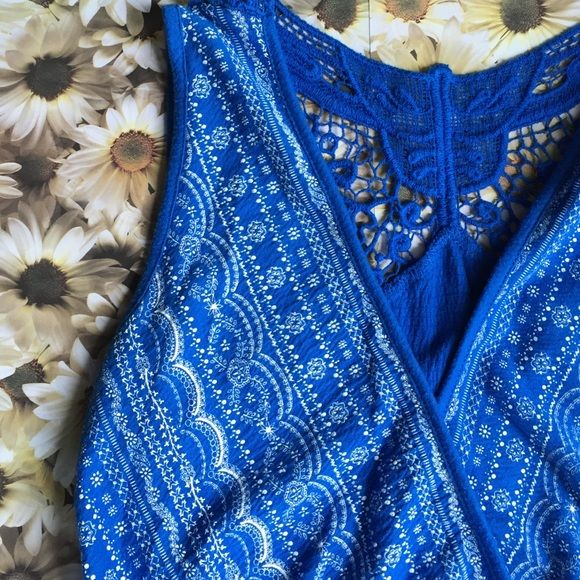 Blue BOHO Sleeveless Tank Sleeveless tank. White bohemian print over front and lower back. Beautiful lace design on back of top. Tag is missing, purchased at Peebles department store. Peebles Tops Tank Tops