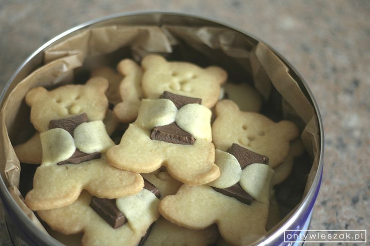 Chocolate hugging bear cookies