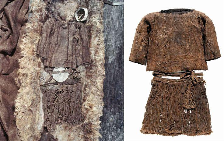 Flickan hittades i en ekkista i en gravhög vid byn Egtved på Jylland år 1921. Hennes kläder, en ylletröja med halvlånga ärmar, en kort kjol av snören och ett bälte, var mycket välbevarade.