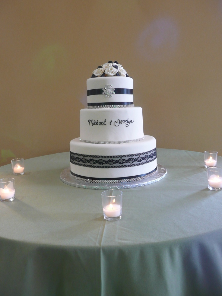 Classy Black and White Cake at Kenyon Estate