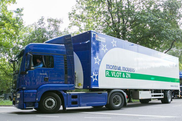 Verhuiswagen van Mondial R. Vlot & Zn. Verhuizingen, met nieuwe trailer!