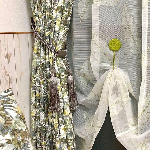失敗したくない カーテン ブラインドの選び方保存版 ニトリのカーテンで部屋の印象はどのくらい変わる カーテンのデザイン カーテン ボタニカル柄