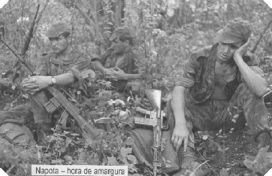Portuguese soldiers resting in the jungle -  African Colonial War 1961-1974