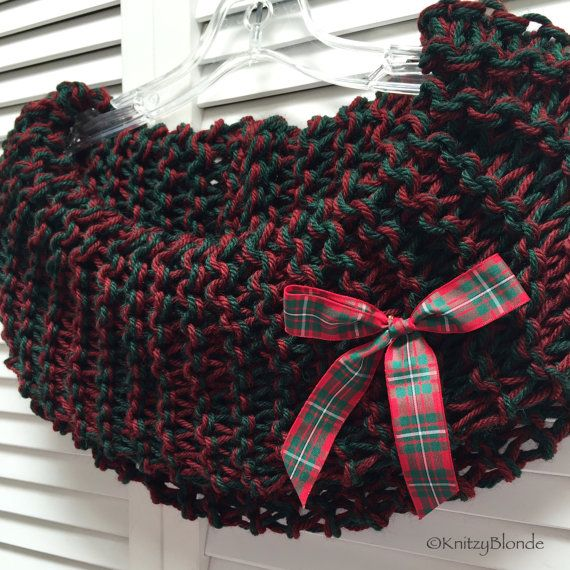 Claire Cowl Christmas Edition, Outlander, Holiday Red Green, Tartan Bow, SuperWash Wool - http://KnitzyBlonde.etsy.com