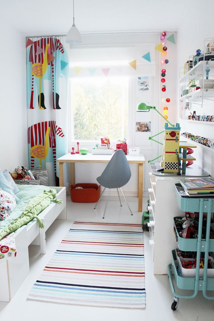 Bright colors in kid's room. Marimekko curtains, String shelves, Arne Jacobsen Drop chair, Ikea, green Jieldé floor lamp, Artek desk | Vaihtelevasti Valkoista