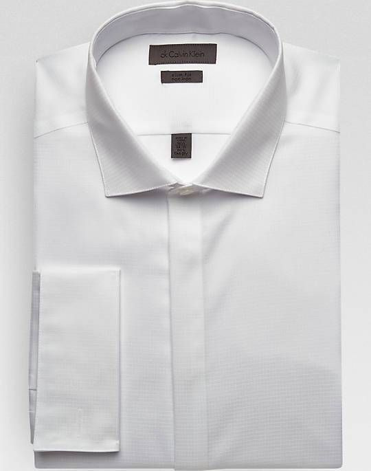 3. THE SPREAD COLLAR:  The Spread Collar as the name suggests is a shirt collar with a wide spread between the points. The points are angled outwards instead of pointing down. This collar can be worn without a tie. Bulky tie knots look good too. The Spread Collar suits men with a slim or a long face.